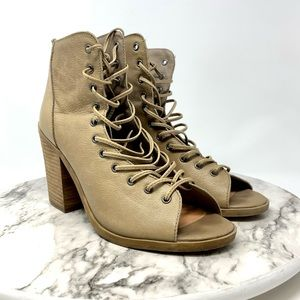 Steve Madden Temptng lace up heeled booties 8 tan